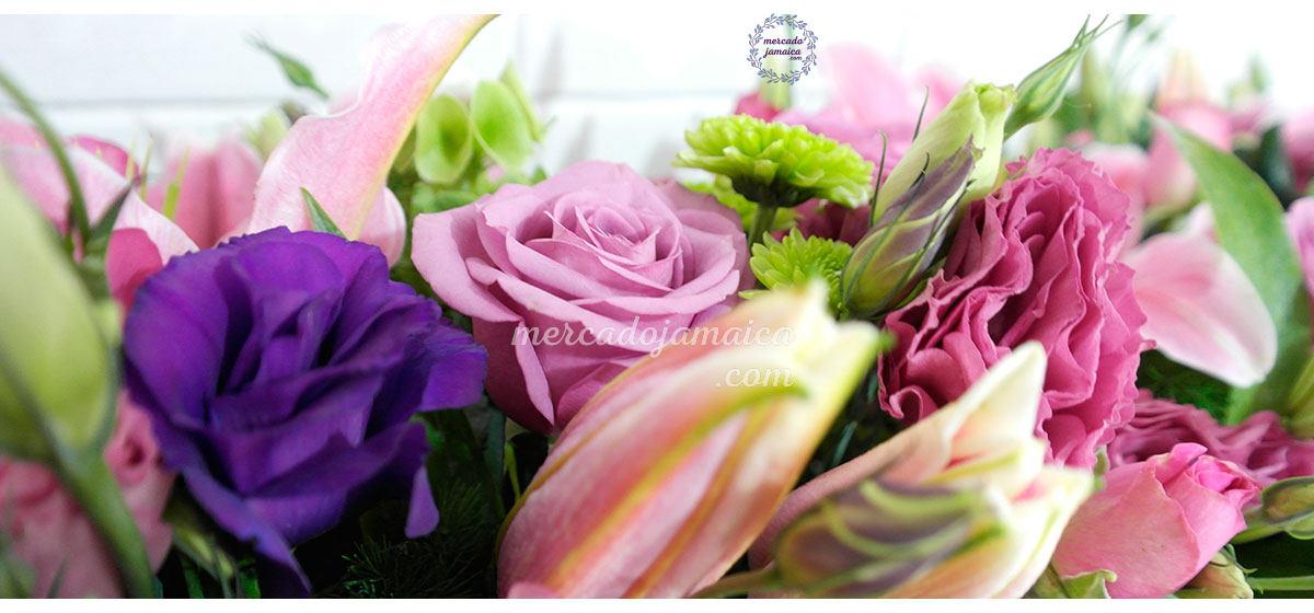 Flores lisianthus con acapulcos
